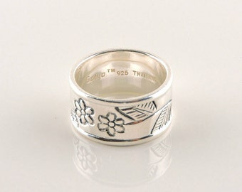 Size 8 Sterling Silver Wide Band Floral Ring (8.1 grams)