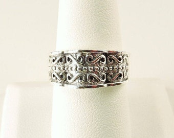 Size 9 Sterling Silver Textured Ruffled Edge Tapered Band Ring