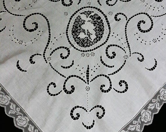 White Linen & Lace Tablecloth, Filet Lace Edging, Embroidered White Work Flowers, Foliate Cut Work, Cottage Style, Estate Vintage Linens