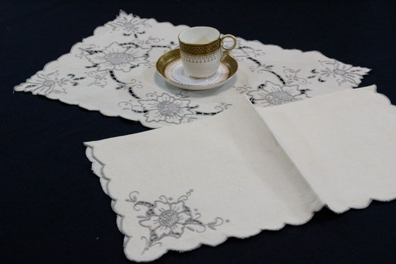 Ecru Linen Place Mat & Napkin 15 Piece Set, Taupe Embroidered Cut Work Flowers, Shabby Chic Cottage, Scalloped Edges, Vintage Table Linens