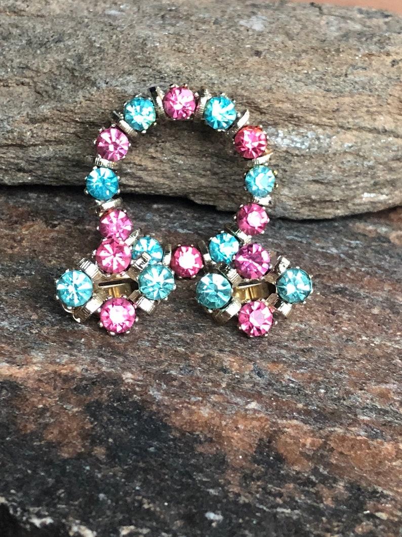 Pastel Demi Paure Pink Aqua Brooch Set