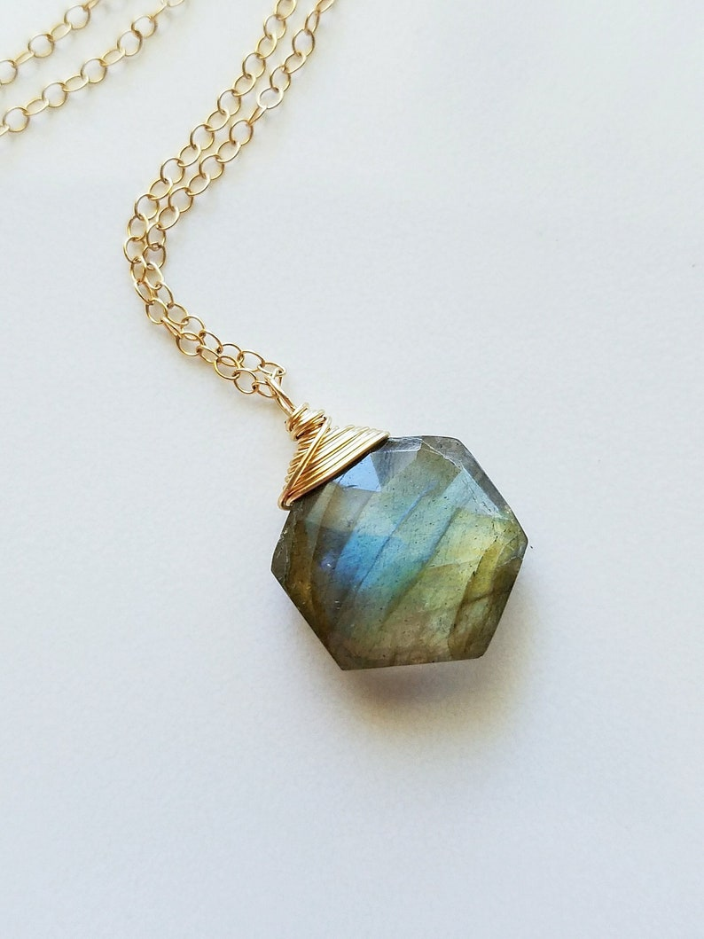 Delicate Labradorite Necklace,Gold Labradorite Pendant,Gift for her,Birth Jewelry,14K gold filled jewelry,Dainty Stone necklace