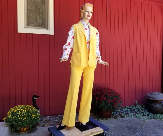 Vintage 1970s Bright Yellow Pant Suit by Joyce Spo
