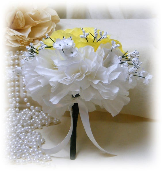 YELLOW & WHITE Throw Bouquet