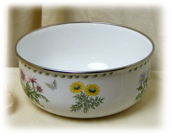 Porcelain Painted Bowl (from the 1960's)