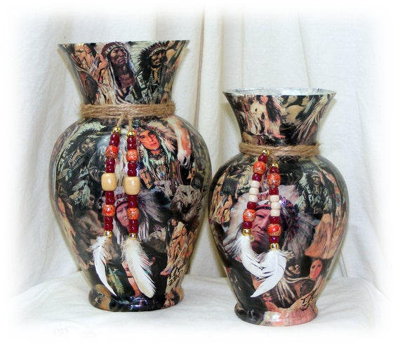 AMERICAN INDIAN  Pair oF Vases . . . AI b34