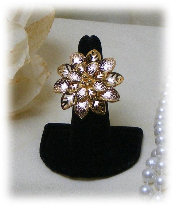 FLOWER STATEMENT RING . . Size 6   (Ladies Ring)
