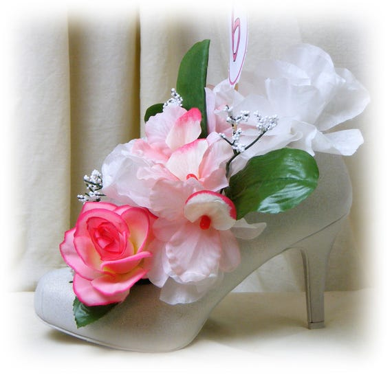 Variety of SPIKE HEEL Wedding Centerpieces . . . white, beige, silver or gold . . Open To See Variety