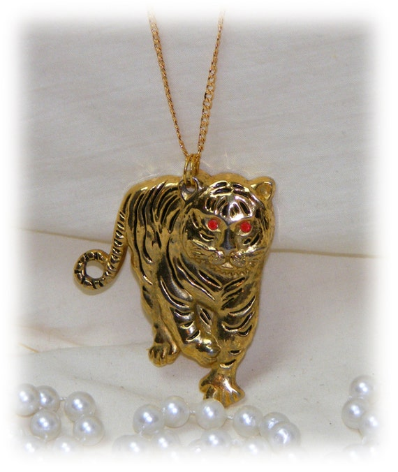 TIGER PENDANT & CHAIN . . Gold Tone Pendant on Long Chain.
