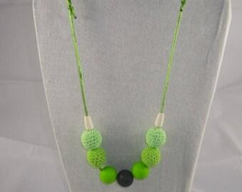 CollierPA001 - Collier de portage / allaitement vert