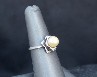 Superb vintage 9ct yellow gold cultured Pearl ring size L or US 5.5 hallmarked Birmingham 1990