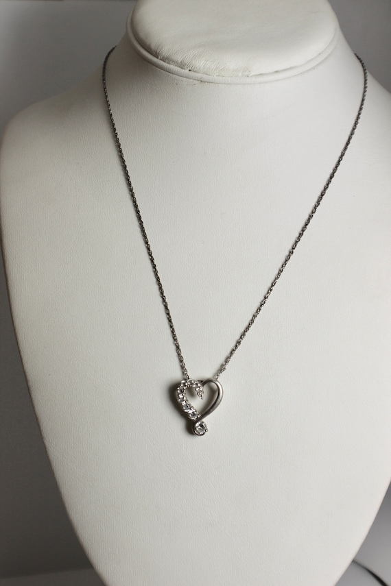 diamond look 10349 on sterling silver heart round brilliant stones five diminishing size suspended on 18 inch chain Cubic Zirconia