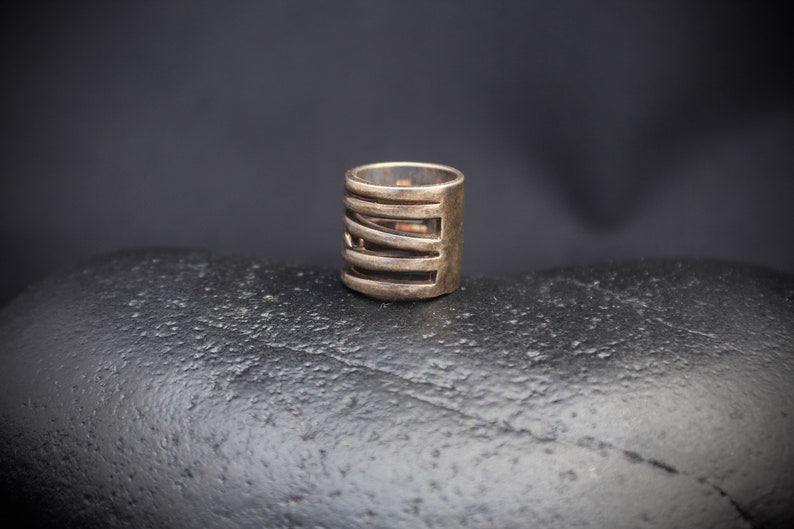 goth sterling silver heavy patina size 5 ring with A-symmetrical bands rustic in tube shape and stamped 925 Steampunk 11045