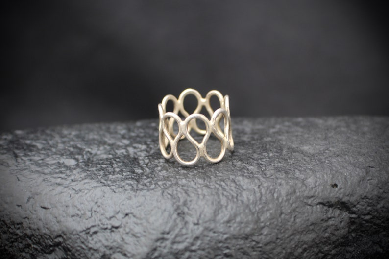 in size 6 US sterling silver ring contemporary repeating paisley shape simple Modern  11224 simple  look minimalist Vintage eighties