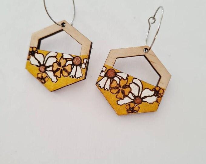 Retro Floral Earrings - Wood Earrings - 70s fashion - flower - Dangles