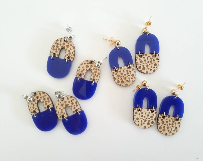 Coastal Wood earrings - Royal Blue and Wood - Acrylic earrings