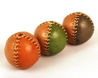 Set 3 Juggling Balls, Leather Juggling Balls, Vintage Style Balls, Learn to juggle, Two-Colored Balls, Juggling Set, Gift for jugglers, 45mm
