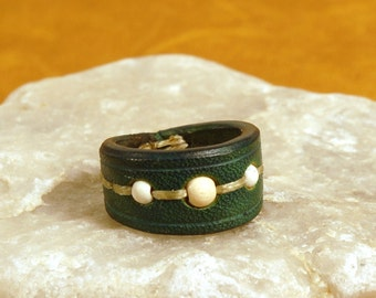 Grus leather ring