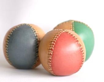 3 Juggling balls, Bicolor juggling balls 65mm, Leather balls, Leather juggling ball, For jugglers, Professional juggler, Juggling, Circus.