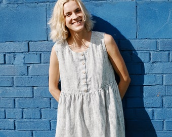 Linen loose sleeveless MAMA dress in MIDI length / Washed and soft linen dress in small checks
