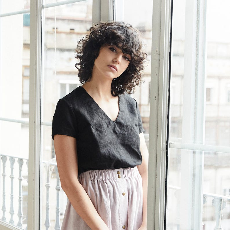 Linen tee ZURICH / Linen tee in V neck / available in 34 image 0