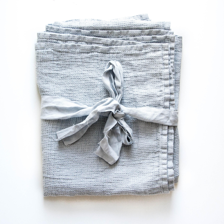 serviette de bain grande gaufre lin de couleur bleu. Black Bedroom Furniture Sets. Home Design Ideas
