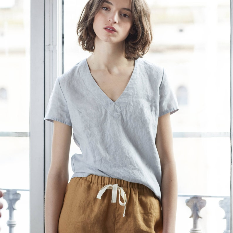 Fitted LINEN TEE ZURICH / Linen tee in V neck / available in image 0