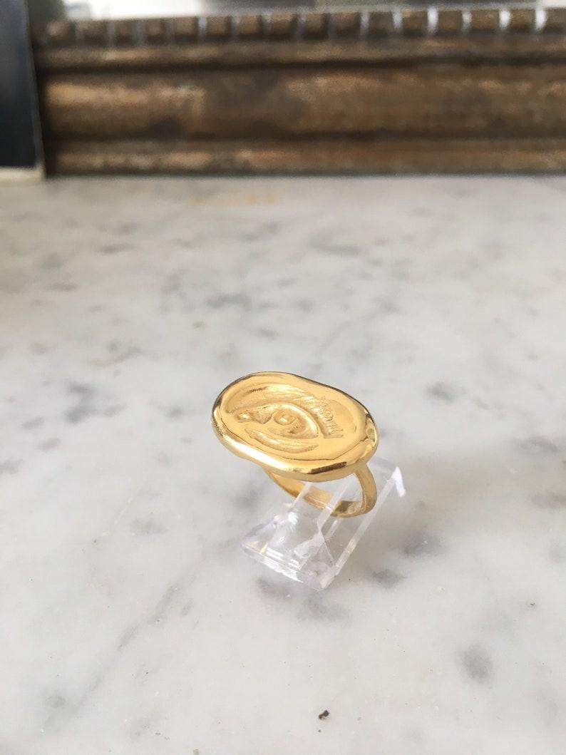 Handcarved \u00ab\u00a0Eye\u00a0\u00bb ring Size 50.5. brass and goldplated