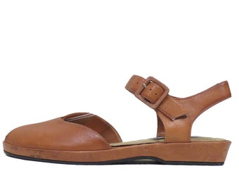 643a3e68da9 Vintage 90s Peep Toe Light Brown Leather Sandals Size 9