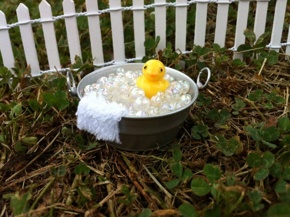 "Dollhouse Miniature Bath Time ""Rubber"" Duckie in Tub Pail Duck 1"" scale 1:12"