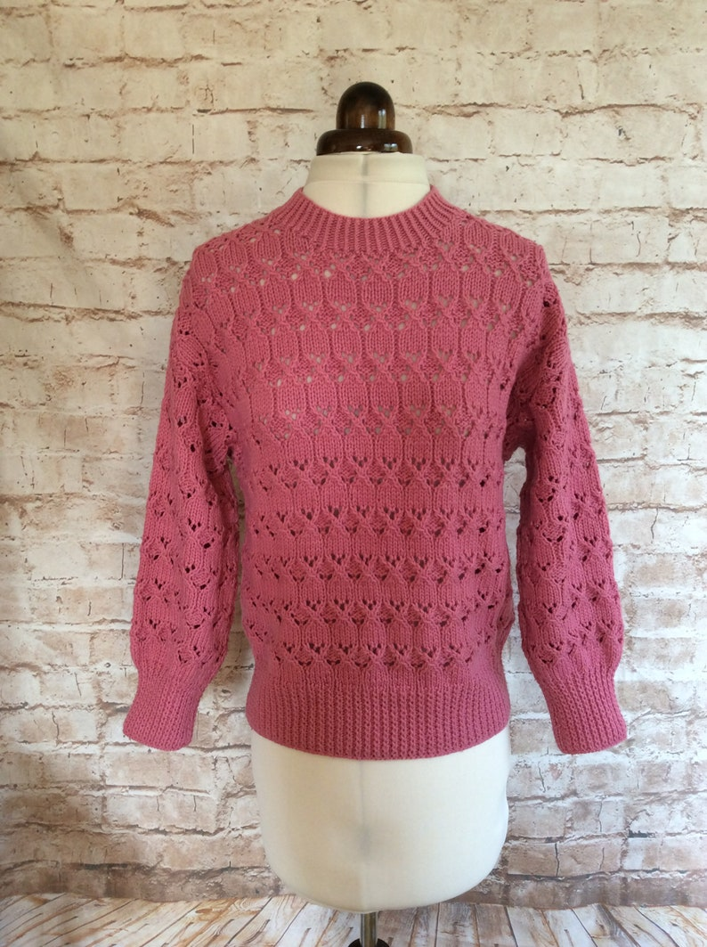Vintage Hand Knitted  Sweater Jumper In Dusky Pink Wool Blend Yarn c1970-80s Small