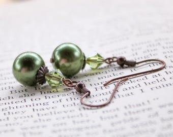Green Pearl Earrings, Bridesmaid Earrings, Green Crystal Earrings, Romantic Earrings, Vintage Style Earrings, Green Dangle Earrings, Wedding