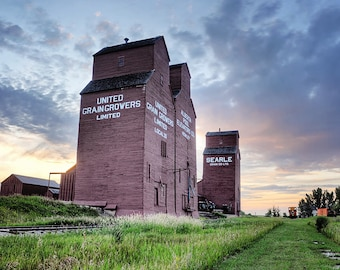 Grain Elevator in rural alberta, Praire, Relic, Old, Country, Farm - Rowely Elevator