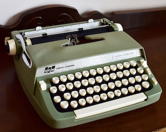 Smith Corona Super Sterling Portable Manual Typewriter - Green and White - SMITH CORONA - Made in Canada - 100% Functional