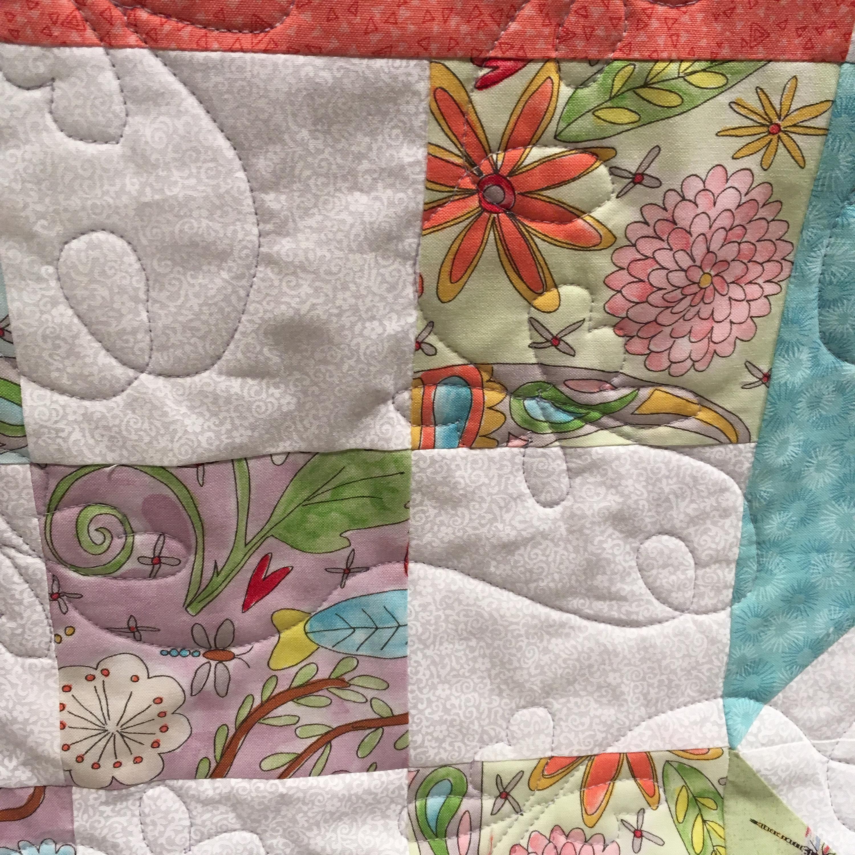 Baby Quilt - Fleurs pastel étoiles solitaires et libellules