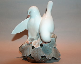 8558: Royal Copenhagen #402 White Love Birds Figurine Mint Denmark Vintage Porcelain at Vintageway Furniture