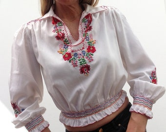 Hungarian Matyó   Vintage   1950s   Peasant blouse   Embroidery   Flowers   Hand stitched   Puff sleeves
