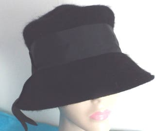 Vintage Ladies 1940s Black Wool CLOCHE  with grosgrain banding and tie side by HENRY POLLOCK New York