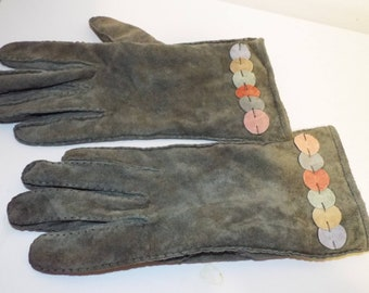 1fbf415e3 Vintage 1970's Ladies GREEN Pig Suede Wrist Gloves with disc of mulyti  colured suede at wrist ....medium size