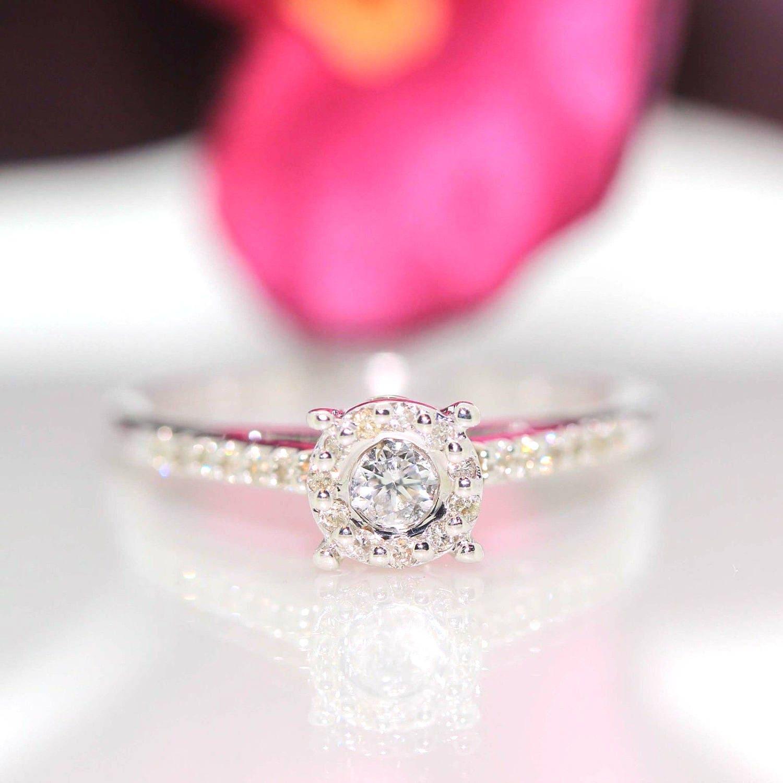 Estate 14k White gold Natural round Diamond Solitaire promise