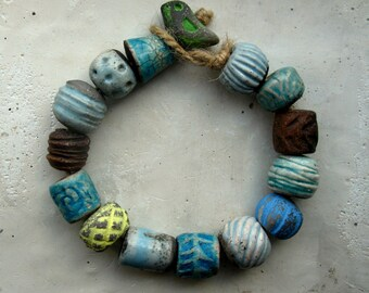 Archaic set of 15 beads