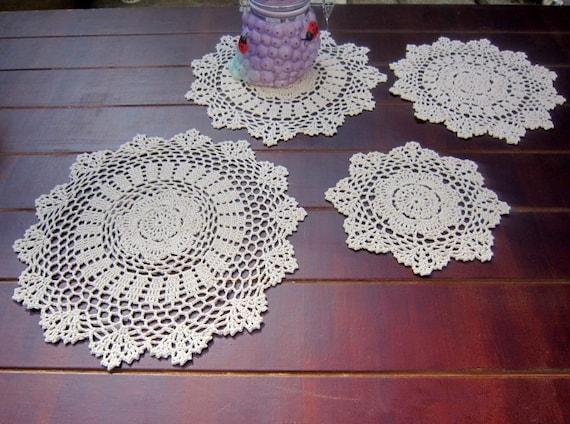 """18/"""" Round Hand Crochet Ecru Doily French Country Table Runner Flower Vase Mat"""