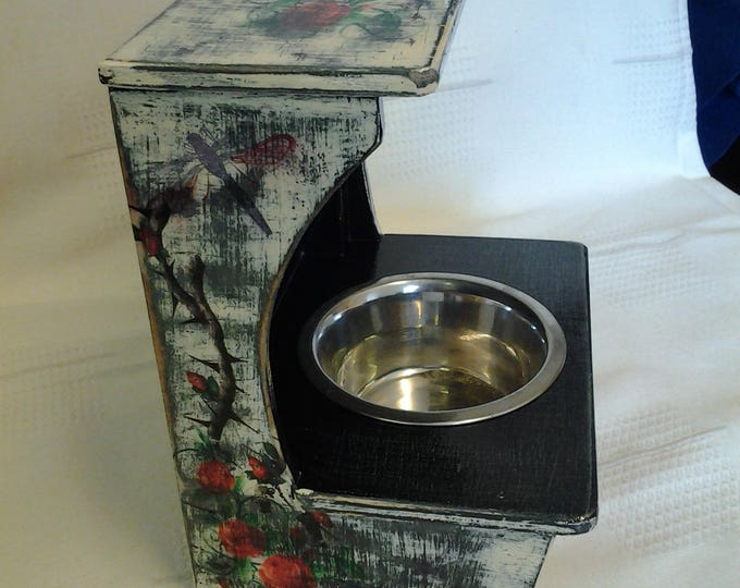Retro Raised Feeding/Water Stand. Black and Cream. Small. Closing down SALE. Price Reduced. 1 Only