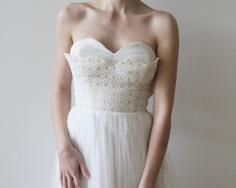 Vintage 1950s Strapless Tulle Tea Length Wedding Dress with Sweetheart Neckline