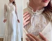 Vintage 1980 39 s Prairie Style Lightweight Wedding Dress - Cameo Detail, Lace, Longsleeves