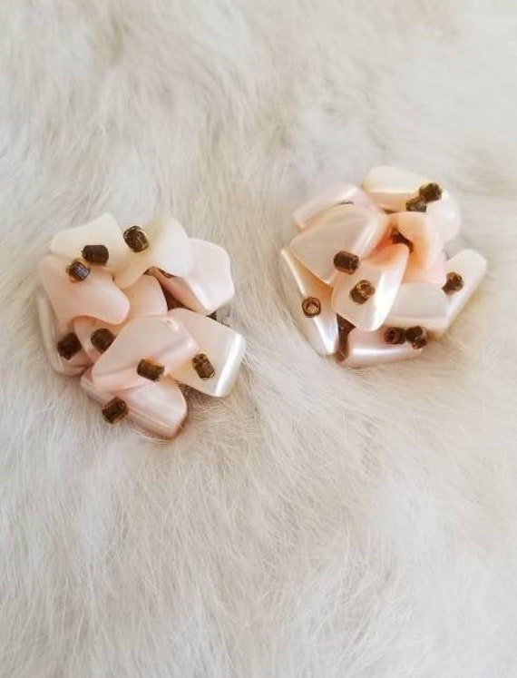 Saw-tooth edge Vintage Pink Cluster Earrings Shell like material