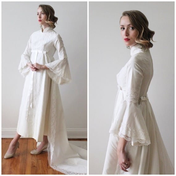 Vintage 1960s High Neck Wedding Dress with Butterfly Sleeves and Detachable Train