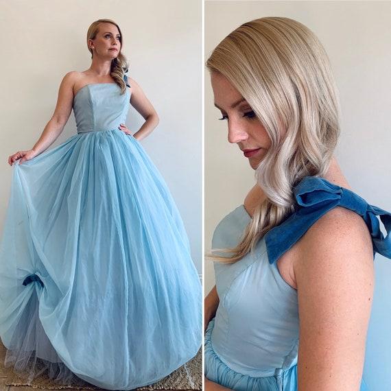 Vintage 1950's Light Blue tone Cinderella style W… - image 1