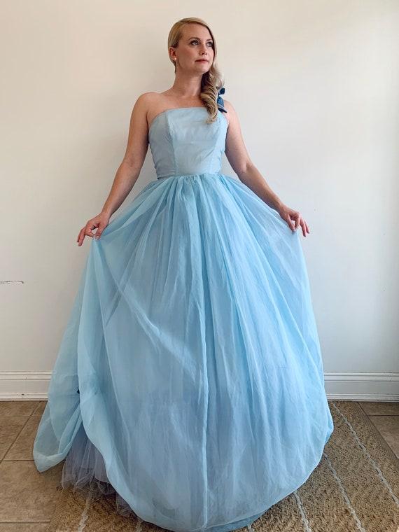 Vintage 1950's Light Blue tone Cinderella style W… - image 3