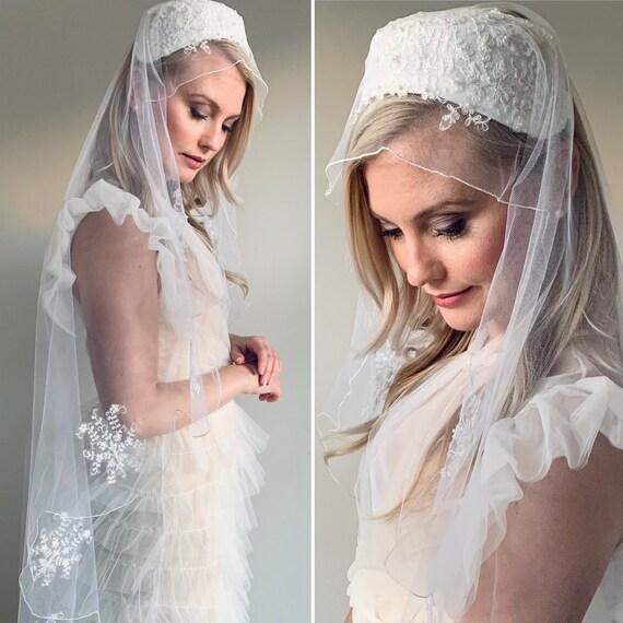 Vintage 1960's White tone Mantilla Style Veil with